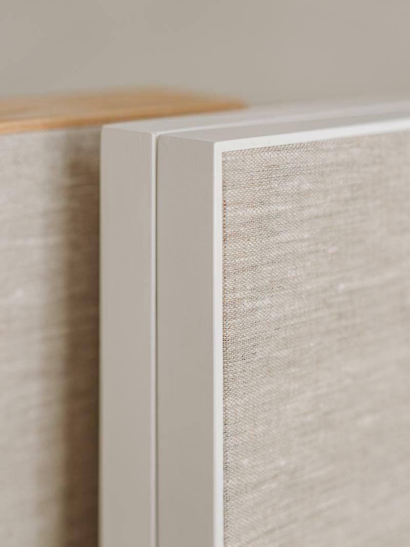 dettaglio box matrimonio legno bianco