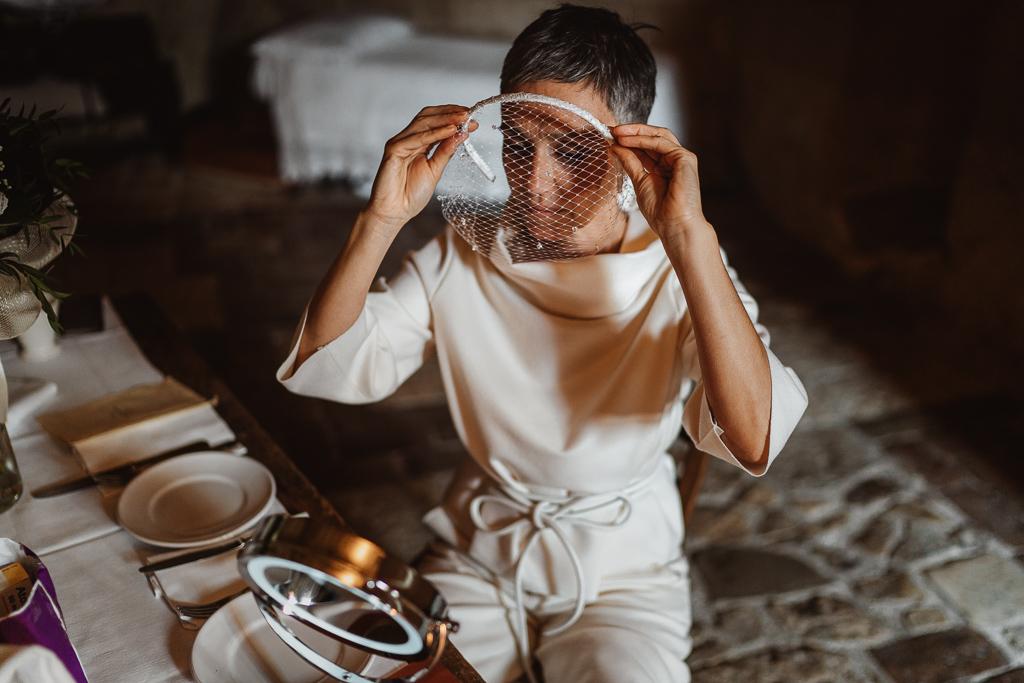 la sposa indossa la veletta