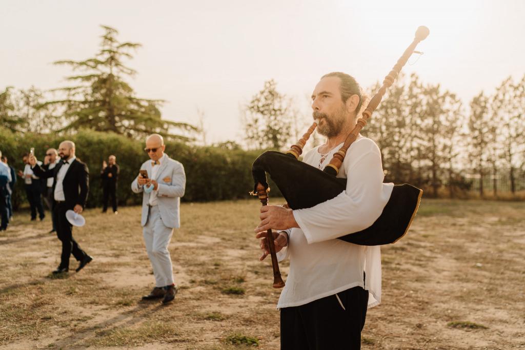 una cornamusa al matrimonio