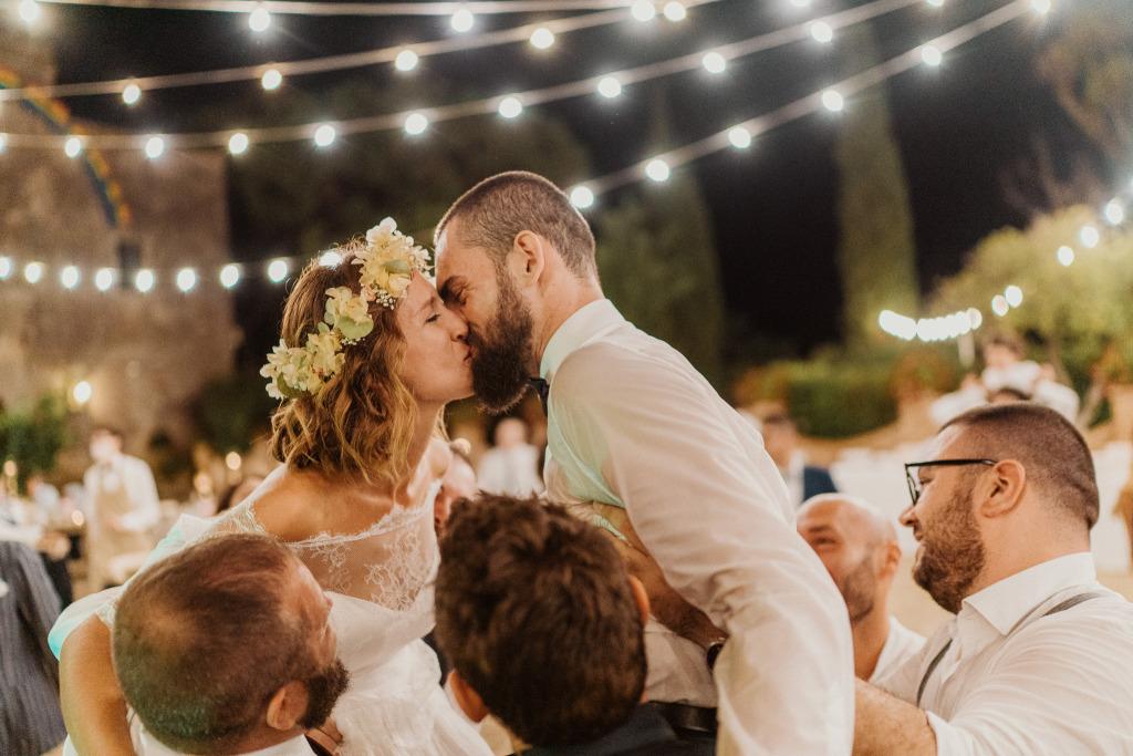 party ad un matrimonio sotto le lucine