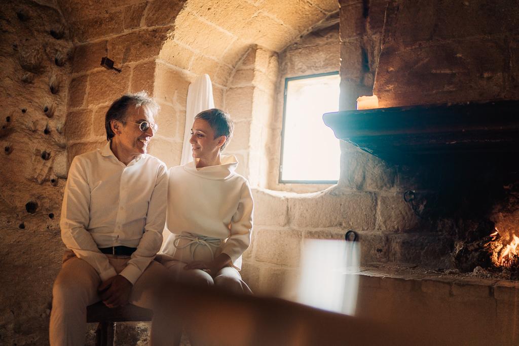 la sposa e lo sposo all'interno del sextantio grotte della civita matera