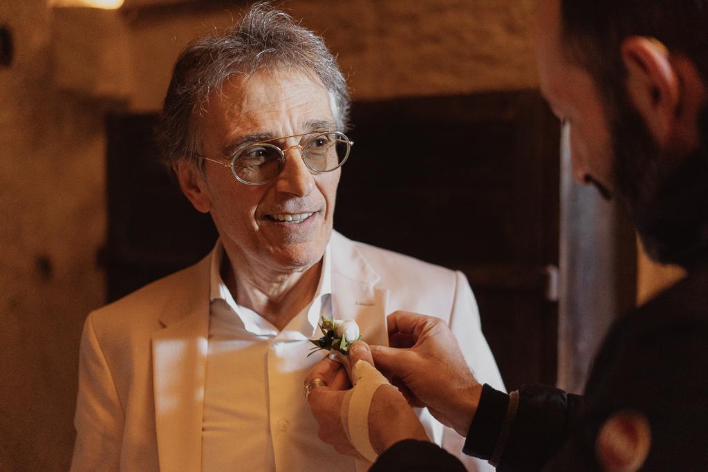 preparazione sposo fiore all'occhiello