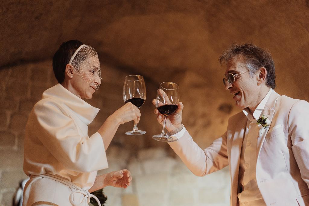brindisi sposi calice di vino