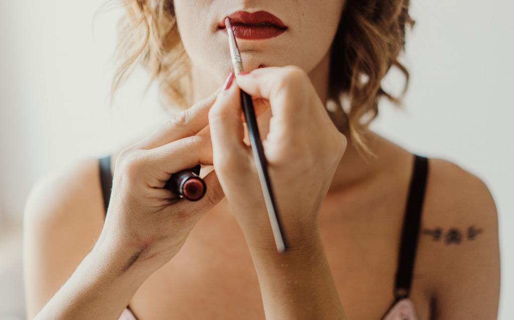 preparazione trucco sposa labbra