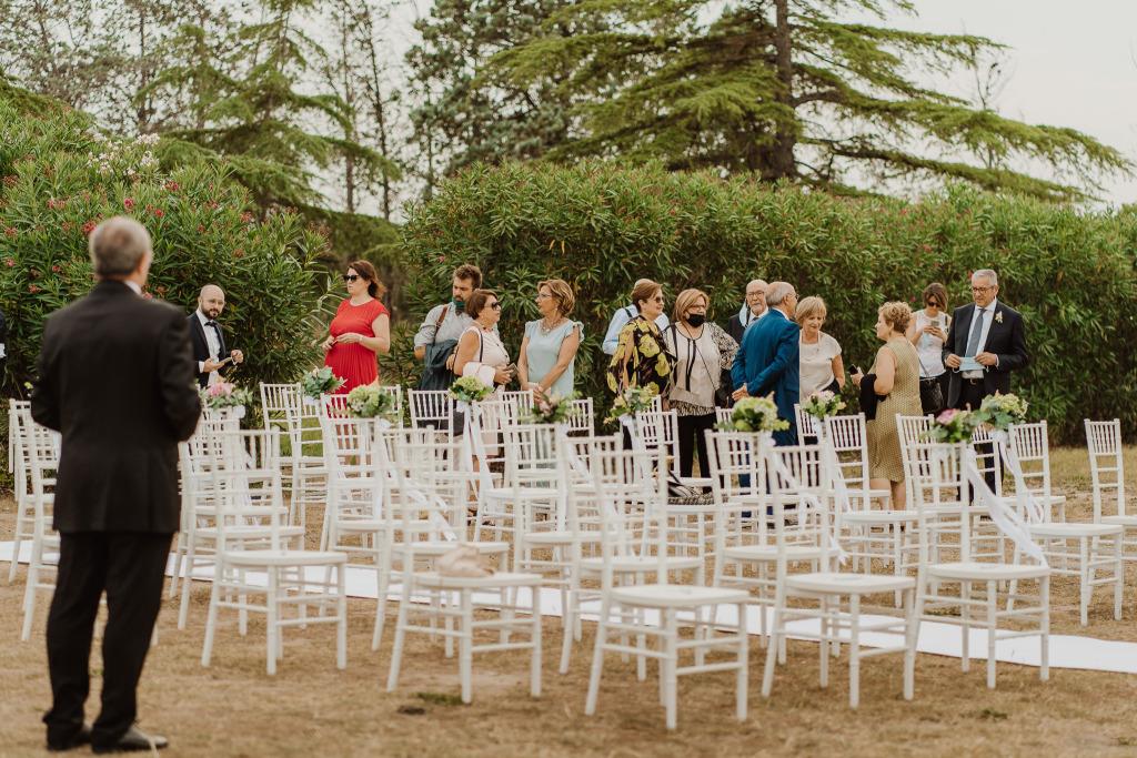 arrivo invitati alle tavole palatine per il matrimonio